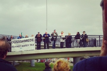 Water tax protest on bridge