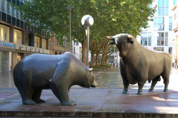 Bull and Bear in Frankfurt - avatars of the market's animal spirits